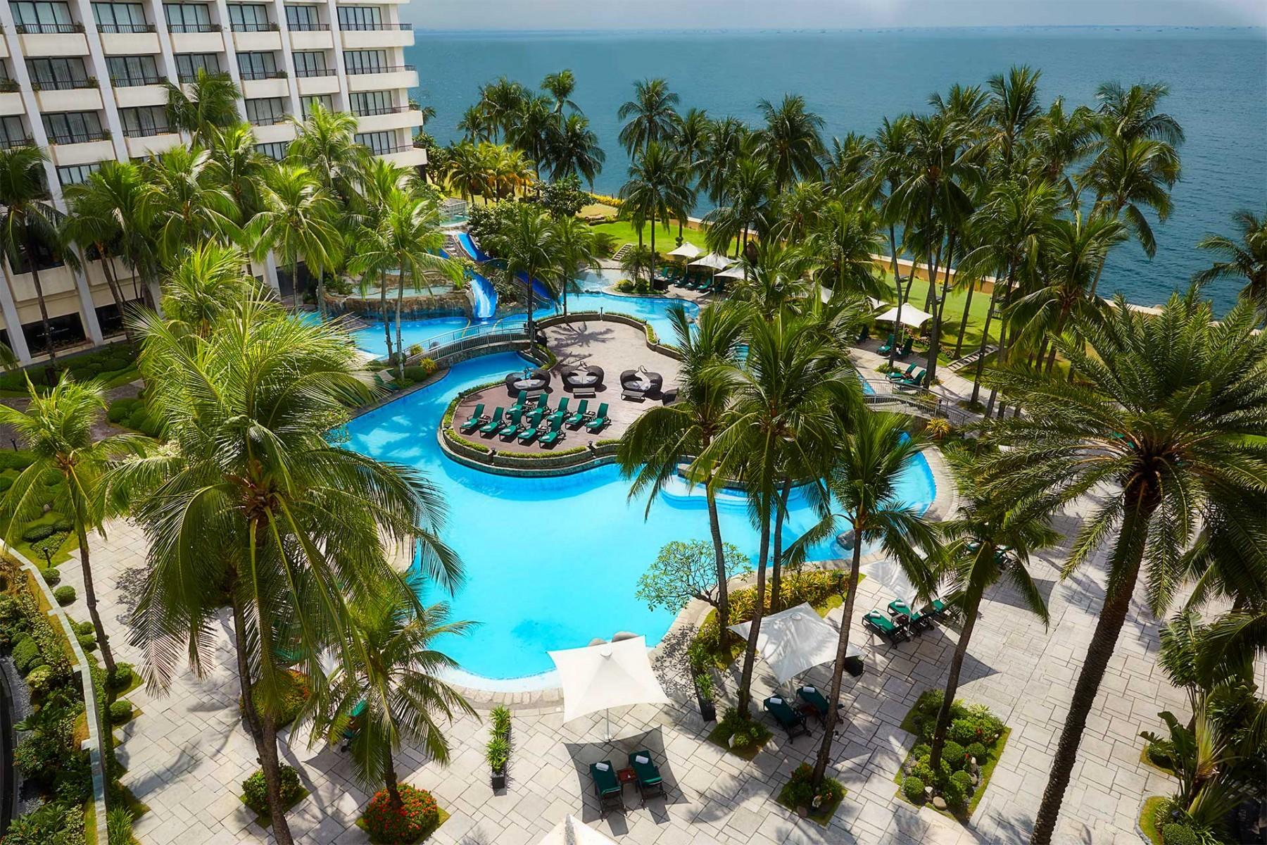 Sofitel philippine plaza manila swimming pool 1 for Cheap hotels in cebu with swimming pool